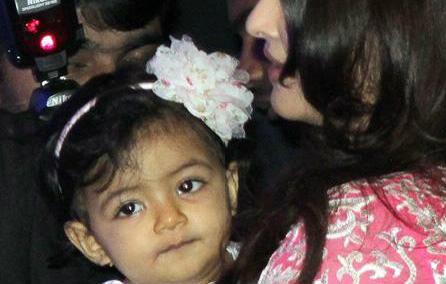 Bé Aaradhya là con gái đầu lòng của Aishwarya Rai và tài tử Abhishek Bachchan.