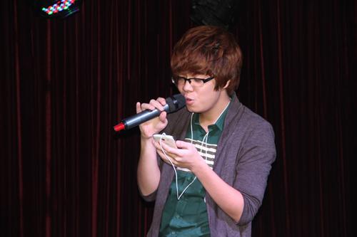 Bùi Anh Tuấn được khán giả yêu mến với những bản ballad ngọt ngào, lãng mạn như: 'Nơi tình yêu bắt đầu', 'Hoang mang'... Ngay cả các fan của anh cũng yêu thích