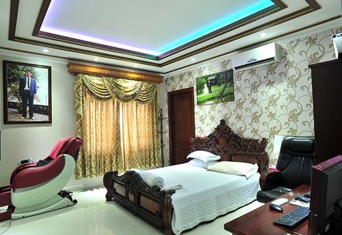 Phòng ngủ của hai vợ chồng ca sĩ Trang Nhung.