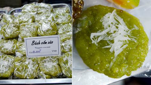 Bánh cốm xào xinh xinh, xanh mướt có giá 8.000 đồng.