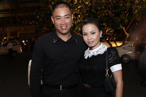 Vợ chồng ca sĩ Cẩm Ly.