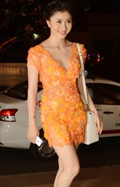 3. Nguyệt Ánh khoe vẻ xinh tươi, gợi cảm trong bộ váy ren hoa ngắn.