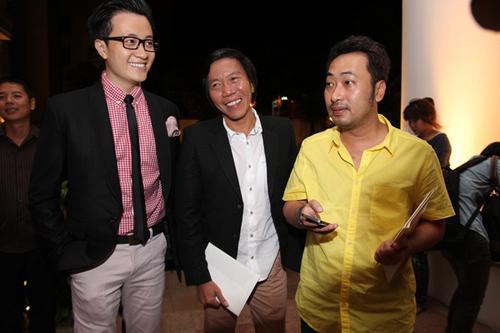 10. Đạo diễn Nguyễn Quang Dũng và quay phim Nguyễn Tranh cũng tới chia vui với nữ diễn viên Đẹp từng centimet.