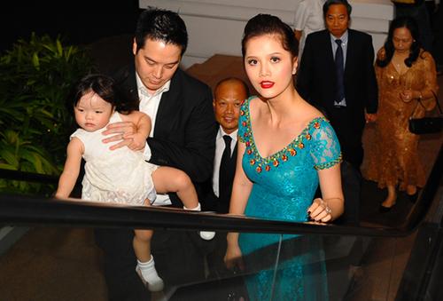 Người mẫu Trần Vân Anh đi tiệc cùng chồng và con gái Alexandra Mai.