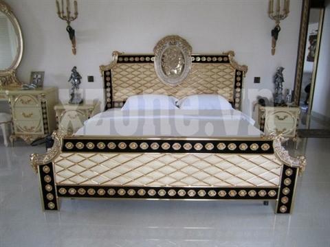 Tuy nhiên, sẽ là hợp lý hơn nếu nền phòng được lát gỗ, thay vì sử dụng nền đá sáng và có phần không hợp với chiếc giường.
