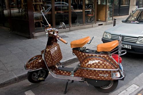 Xe Vespa cũng bắt kịp xu hướng thời trang LV.