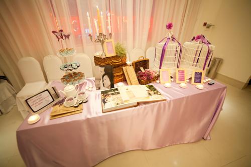Trang trí tiệc cưới đẹp với bàn đón tiếp ấn tượng