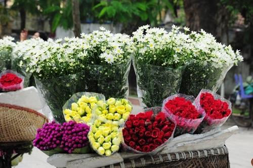 Một bó hoa cúc khoảng 25.000 đến 30.000 đồng.