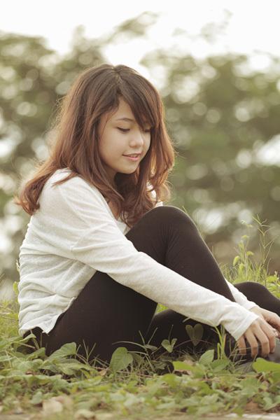 Trong bộ ảnh, Thái Trinh ăn mặc rất giản dị, trông cô đáng yêu như một con búp bê.
