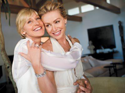 """Đám cưới của hai ngôi sao đồng tính Ellen DeGeneres, 50 tuổi và Portia de Rossi, 35 tuổi từng được coi là đám cưới """"ấn tượng"""" nhất tại Hollywood trong năm 2008."""