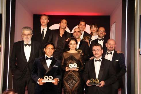 Falcao chụp ảnh lưu niệm cùng các nhân vật đoạt giải khác.