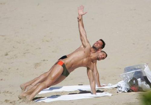 Trên bãi biển St. Barts thơ mộng ở vùng Caribbean, Ricky và Carlos đã có một kỳ nghỉ lãng mạn không kém bất kỳ một đôi tình nhân nào.