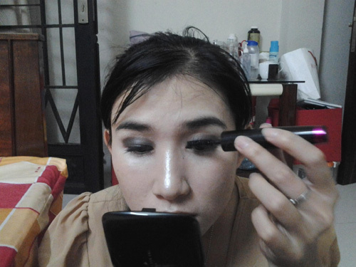 Bước 10: Chuốt Mascara để mi giả và mi thật trong tự nhiên hơn