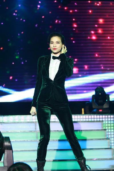 Ngày 25/11 mới chính thức là sinh nhật 28 tuổi của Hồ Ngọc Hà, nhưng cô tổ chức đêm nhạc sớm hai ngày để chung vui cùng các fan ở TP HCM.