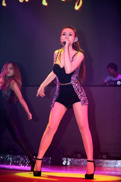 Tối 23/11, Thu Thủy tham dự một đêm nhạc tại thành phố Đà Nẵng.