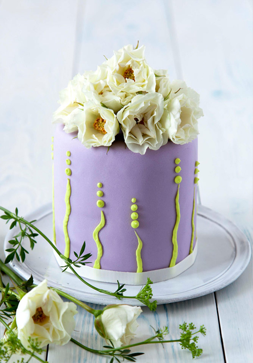 lilac-fresh-flower-miniature-cake-207563