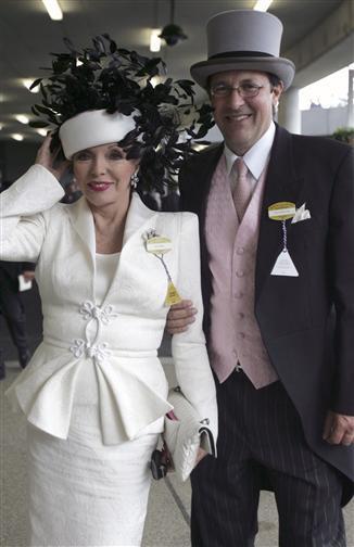 Joan Collins, 79 tuổi