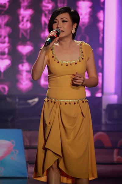 Ca sĩ Phương Thanh dịu dàng và da diết với hai ca khúc 'Yêu thêm lần nữa', 'Thuyền và biển'.