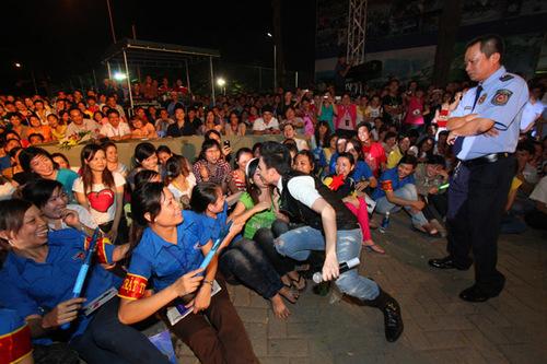 Với mong muốn mang âm nhạc đến gần hơn với những bạn học sinh sinh viên không đủ điều kiện đến với các chương trình nghệ thuật chất lượng cao, Dương Triệu Vũ đã sớm hình thành những tour diễn như thế này trong những ngày đầu tiên chính thức về Việt Nam.