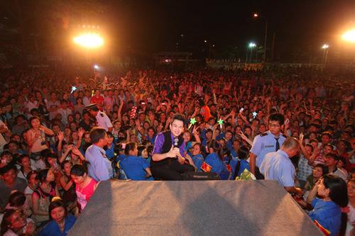 Gần 10.000 khán giả reo hò, gọi tên Dương Triệu Vũ không ngớt.
