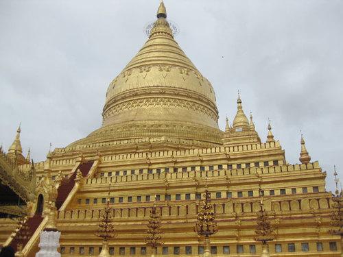 Một ngôi chùa vàng ở Bagan - tượng trưng cho hình ảnh văn hóa của đất nước Myanmar.