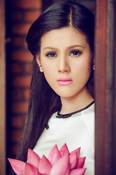 Trước khi ra mắt album vol.1 hồi tháng chín, Đinh Phương Ánh được khán giả chú ý chủ yếu bởi danh xưng 'người đẹp hàng hiệu'.