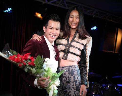 Anh cũng thân thiết với người mẫu Huyền Trang.
