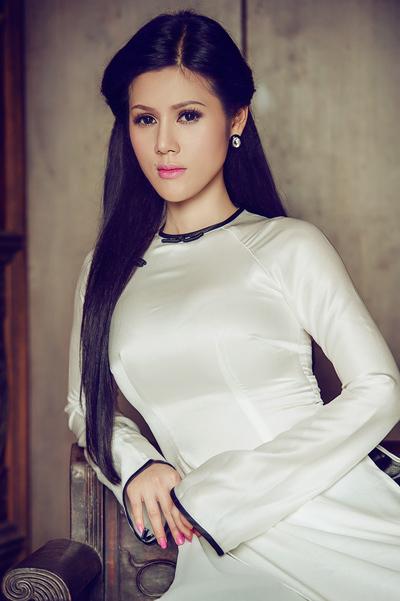 Bộ ảnh được thực hiện với sự hỗ trợ của chuyên gia trang điểm Nguyễn Sang và áo dài của nhà thiết kế Minh Châu.