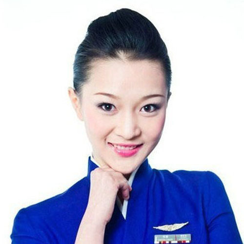 Zheng Chen was voted most beautiful stewardesses by a website in 2010. She is actually quite common-looking and has more of a girl-next-door vibe to her. Like her idol, Nobel Prize Winner Mother Teresa of Calcutta, she uses her passion to do some little things, but doesn't like shopping or making friends. She likes to pour her all into her work. Her touching smile and warm service have eased the long flights of many a passenger already.
