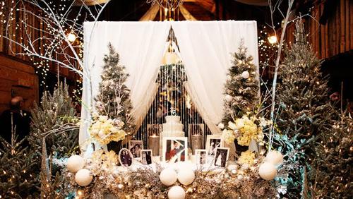 Phụ kiện đám cưới mang âm hưởng Noel