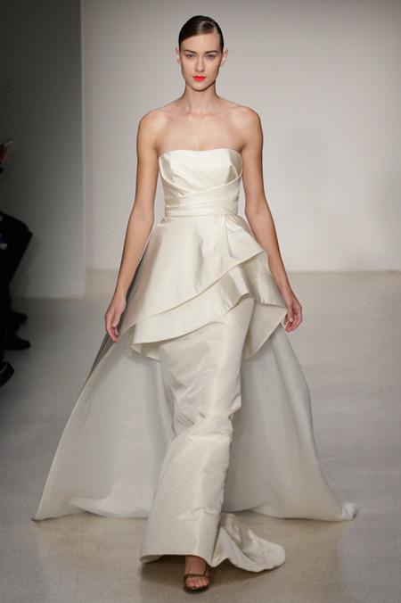 """Váy peplum cá tính tên """"Hudson"""" của thương hiệu Amsale."""