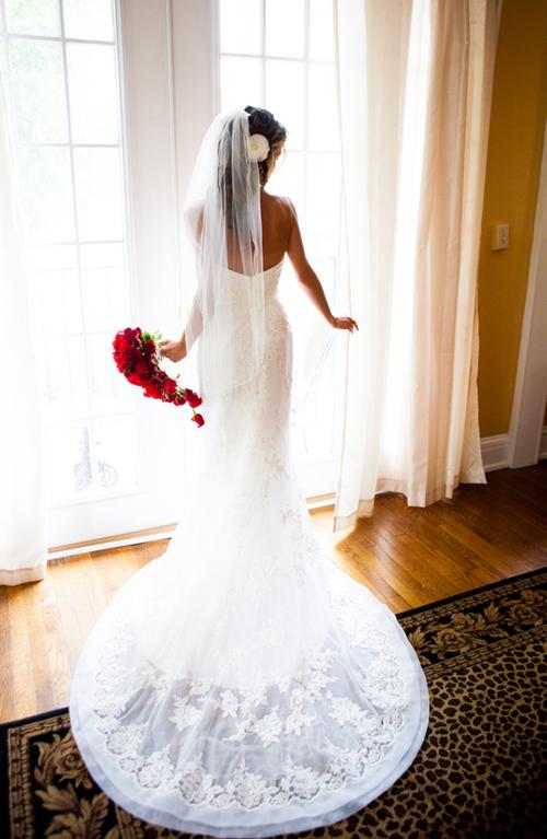 Đám cưới màu đỏ rộn ràng ngày cuối năm
