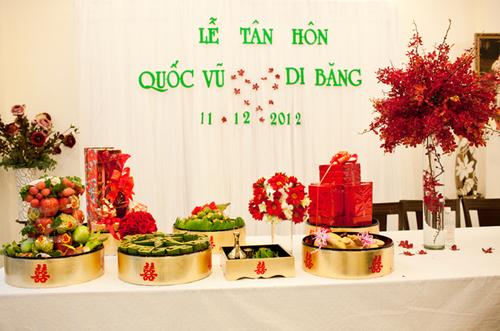 Phông đám cưới và những mâm tráp quả trong hôn lễ ca sĩ Di Băng.