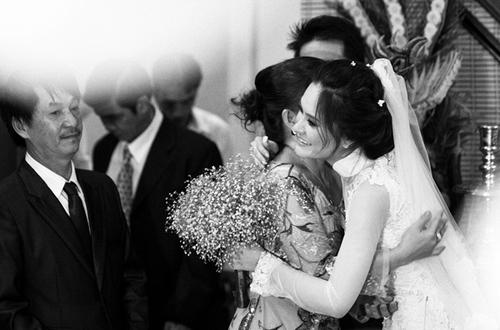 Lễ xin dâu được diễn ra tại nhà gái, đúng theo truyền thống cưới hỏi của người Việt Nam.