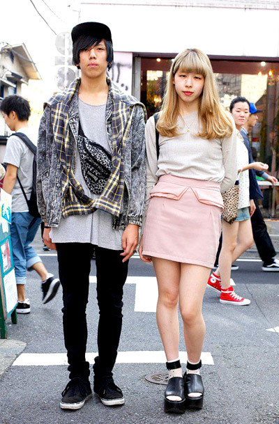 Here's a stylish couple we spotted in Harajuku: pink peplum mini skirt, studded rocking horse shoes from Tokyo Bopper + t-shirt with an acid wash denim jacket, plaid shirt layered on top and an animal print bag