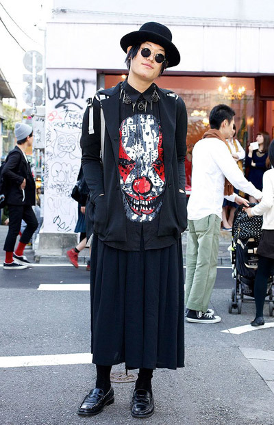 Here's a stylish 20-year-old guy in Harajuku wearing a Givenchy top with a scary clown print, a maxi-skirt, round glasses and a felt hat. His backpack, which you can't see well in this picture, is from the hip Japanese brand Homeless Party. M