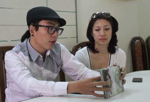 Pha Lê và nhạc sĩ Hoàng Duy làm việc với Sở Văn hóa thông tin vào sáng 12/12.