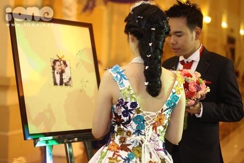 Váy cưới của Huyền Trang nhìn từ phía sau. Ảnh: iOne.net.