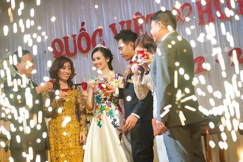 Chiếc váy cưới theo phong cách cổ tích, biến giấc mơ trở thành nàng công chúa trong ngày cưới của Huyền Trang trở thành sự thật.