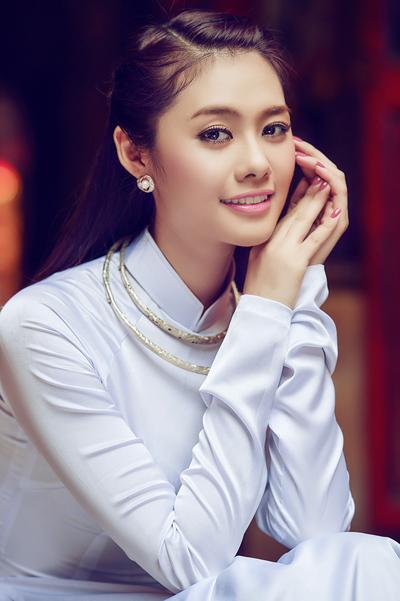 Trước khi đoạt Á hậu 2 Hoa hậu Phụ nữ Việt Nam qua ảnh 2012, Linh Chi từng