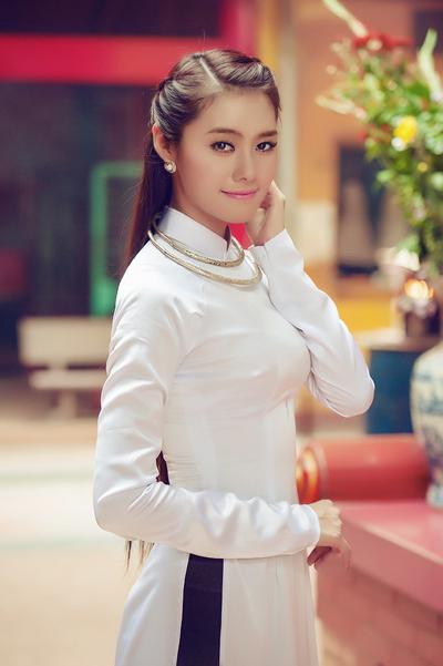 Trong đêm chung kết Miss Photo 2012 vào tối 15/12 vừa qua, Linh Chi đã được xướng tên ở danh hiệu Á hậu 2. Đây là một thành tích mà cô không nghĩ mình có thể đoạt được.
