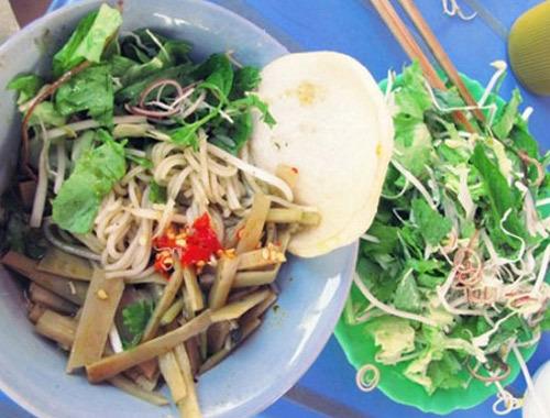 Bún mắm cua là món ăn rất độc đáo, chỉ có ở phố núi Pleiku.