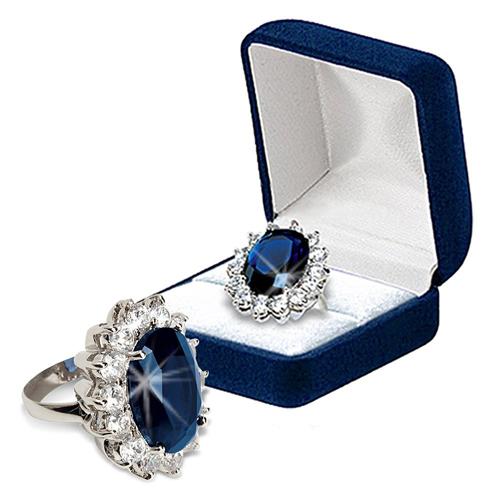 7. Nhẫn Katherine: Đây là chiếc nhẫn được lấy cảm hứng từ nhẫn cưới của Công nương Kate Middleton. Chiếc nhẫn đính đá ngọc bích và được bao quanh bởi nhiều viên kim cương nhỏ.
