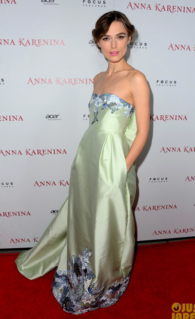 Keira Knightley is gorgeous in a light green dress at the premiere of her film Anna Karenina at the ArcLight cinema on Wednesday (November 14) in Hollywood.