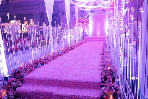 Không gian chung quanh nơi đón khách và sảnh đặt tiệc cưới của bạn đẹp và sạch sẽ