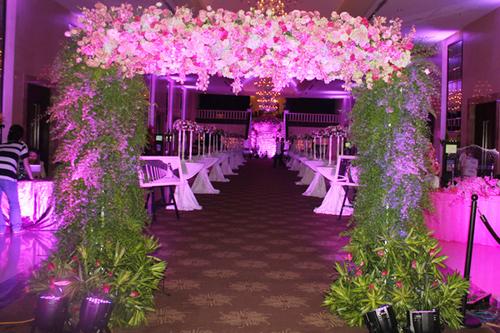 Những cổng hoa đẹp ở đám cưới sao Việt