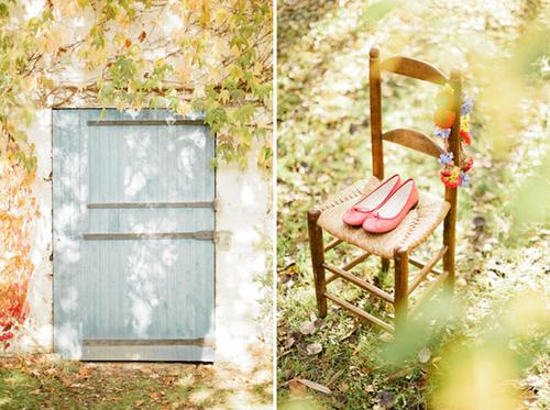 Đám cưới của đôi uyên ương được tổ chức ở ngoài trời, trong ánh nắng đẹp, gần gũi thiên nhiên.