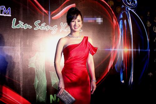 Ca sĩ Hồng Nhung luôn xuất hiện thật xinh đẹp và rạng ngời dù đã bước sang tuổi 40.