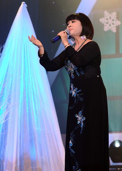 Một sáng tác nữa của nhạc sĩ Khánh Băng cũng được chọn hát trong chủ đề Khúc tình ca mùa đông, đó là bài Chờ người, được NSUT Ái Xuân thể hiện.