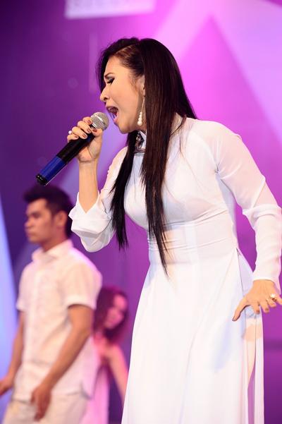 Ngọc Liên tri ân cố nhạc sĩ Duy Quang vừa qua đời với ca khúc Kiếp đam mê.